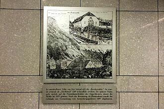 Hinweistafel zur Brudermühle im U-Bahnhof Brudermühlstraße