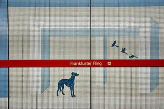 Hintergleiswand im U-Bahnhof Frankfurter Ring