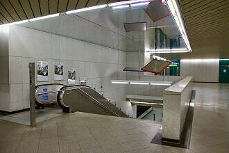 Westliches Sperrengeschoss im U-Bahnhof Forstenrieder Allee