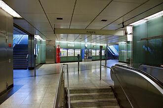 Östliches Sperrengeschoss des U-Bahnhofs Gern