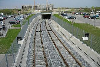 Tunnelrampe nördlich des Bahnhofs Garching-Hochbrück (2006)