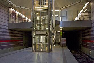 Lift im U-Bahnhof Harthof
