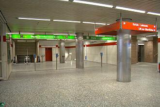 Südliches Sperrengeschoss im U-Bahnhof Königsplatz