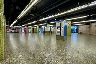 Nördliches Sperrengeschoss im U-Bahnhof Kolumbusplatz