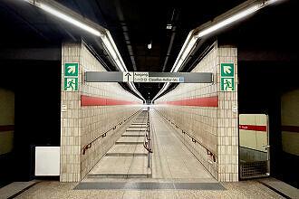 Zugangsrampe am Karl-Preis-Platz, westlicher Zugang