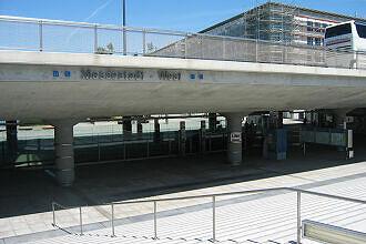 Blick auf den U-Bahnhof Messestadt West