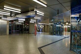 Übergang vom S-Bahnhof zum U-Bahnhof Moosach