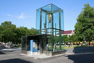 Aufzug am Marienhof