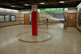 Östliches Sperrengeschoss im U-Bahnhof Obersendling