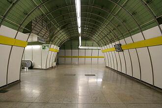 U-Bahnhof Odeonsplatz, Ausgang Brienner Straße