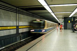 Einfahrender B-Wagen am Prinzregentenplatz