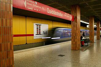 Einfahrender C-Zug im U-Bahnhof Quiddestraße
