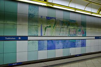 Wandbilder von Ricarda Dietz im U-Bahnhof Thalkirchen