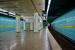 Böhmerwaldplatz Gleis 1 vom Bahnsteigende aus gesehen