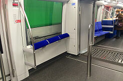 Wagenübergang mit vergrößertem Stehbereich im C2-Zug