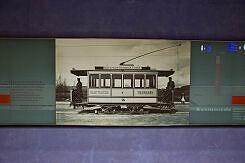 Hintergleiswände im U-Bahnhof Gern mit historischem Bezug