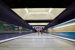 Einfahrender A-Wagen im U-Bahnhof Gern