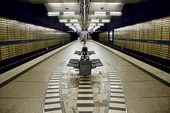 U-Bahnhof Haderner Stern mit Bodenmosaik von Ricarda Dietz