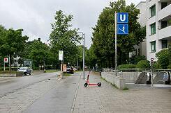 In der Guardinistraße über dem U-Bahnhof Haderner Stern