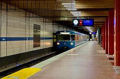 Einfahrender A-Wagen um U-Bahnhof Harras