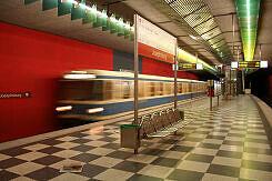 Einfahrender A-Wagen im U-Bahnhof Josephsburg