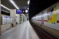 Einfahrender A-Wagen im U-Bahnhof Königsplatz
