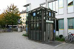 Lift zum U-Bahnhof Kolumbusplatz
