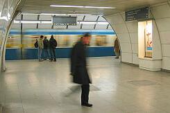 Einfahrender A-Wagen im Bahnhof Lehel