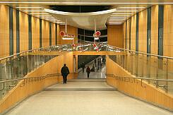 Rampe vom Sperrengeschoss zum U-Bahnhof Mangfallplatz