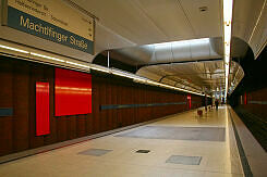 U-Bahnhof Machtlfinger Straße mit Kunst von Rupprecht Geiger