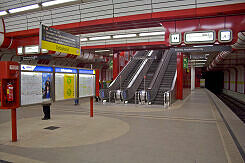 U-Bahnhof Ostbahnhof mit Fallblattanzeigern
