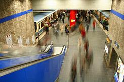 U-Bahnhof Odeonsplatz vom südlichen Sperrengeschoss aus gesehen