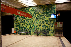 Bahnsteigende im U-Bahnhof Petuelring