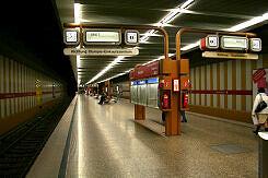U-Bahnhof Rotkreuzplatz mit alten Zugzielanzeigern