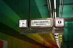 Alter Zugzielanzeiger im U-Bahnhof Candidplatz