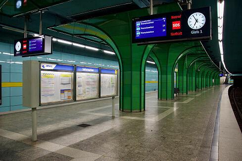 Böhmerwaldplatz Gleis 1