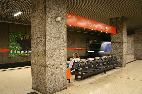 Einfahrender C-Zug am Bonner Platz