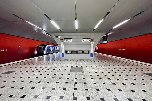 Querbahnsteig im U-Bahnhof Trudering