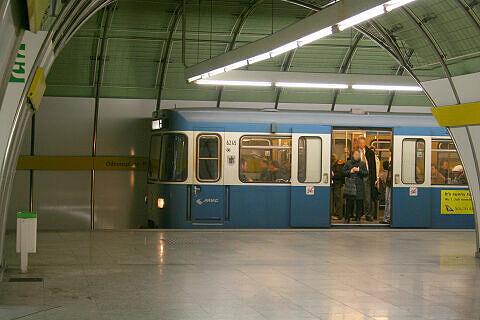 A-Wagen 245 am Odeonsplatz