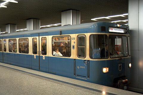 A-Wagen 250 am Hauptbahnhof