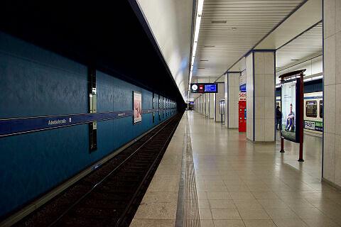 Aidenbachstraße Gleis 1