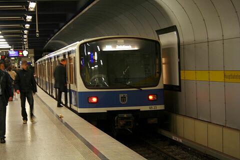 B-Wagen 523 am Hauptbahnhof