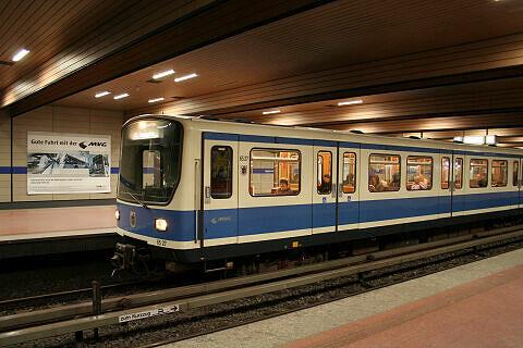 B-Wagen 527 an der Implerstraße