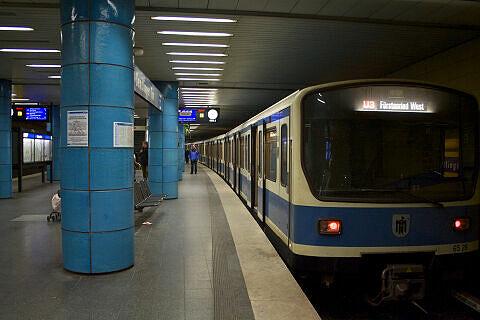 B-Wagen 528 am Sendlinger Tor