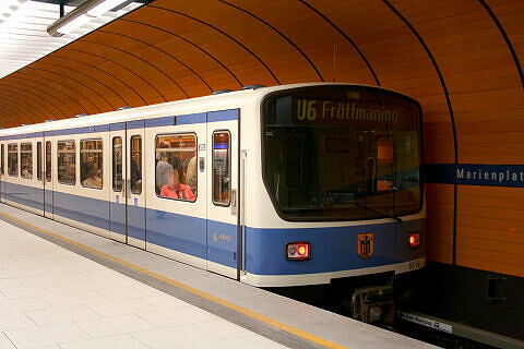 B-Wagen 558 am Marienplatz