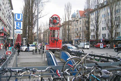 Hochleistungslüfter an der Giselastraße nach Brand an der Münchner Freiheit