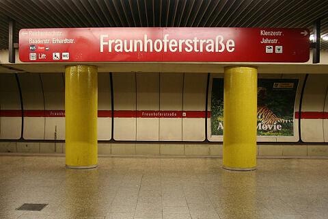 Stationsschild Fraunhoferstraße