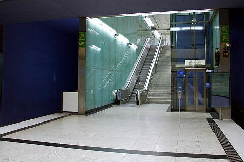 Westlicher Ausgang am U-Bahnhof Gern