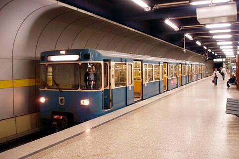 A-Wagen Kurzzug am Hauptbahnhof