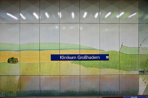 Hintergleiswand am U-Bahnhof Klinikum Großhadern